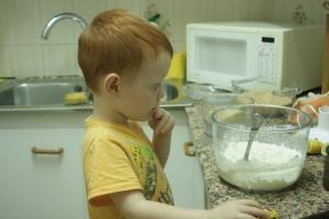 Mi hijo dudando seriamente de haber entendido correctamente su última clase de ciencias